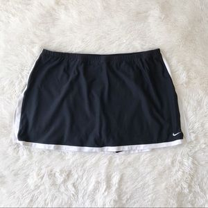 Nike black and white trim tennis skirt/skirt